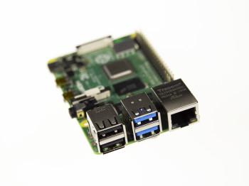Twee blauwe USB 3.0-aansluitingen op de RPi4