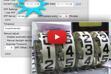 Horloge rétro à afficheurs géants de flipper