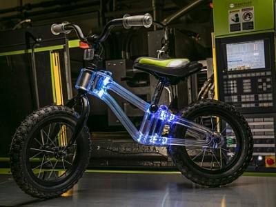 Look Mom! dynamic LED lighting inside bicycle frame