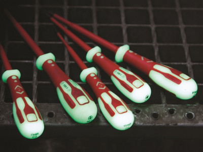Distrelec adds the Industry's first Phosphorescent Screwdrivers by BY V. Tools to Webshop