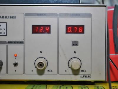 mon alim de labo sur laquelle on peut voir la tension ainsi que le courant débité (1 KHz / 35%)
