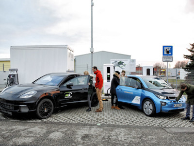 FastCharge: Deutsche Alternative zu Teslas Supercharger