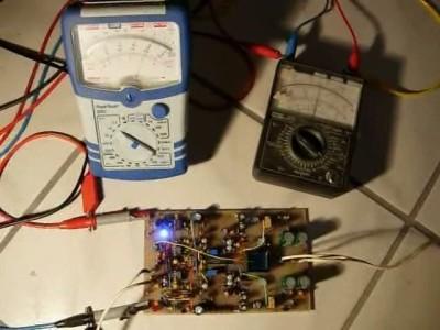 Zwei verschiedene Prototypen eines geschalteten Verstärkers für Batterie-Betrieb