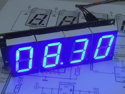 horloge IoT à 7 segments multicolores