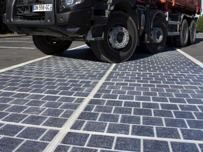 1000 km d'autoroute à revêtement photovoltaïque