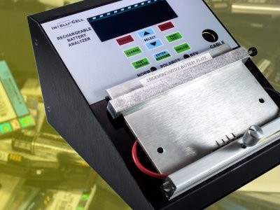 Analyseur et chargeur universel de batterie