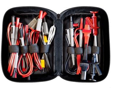 Banc d'essai : trousse d'accessoires de mesure PeakTech 8200