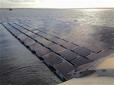 23000 panneaux solaires sur l'eau