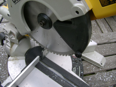 Mitre saw with special blade for aluminum