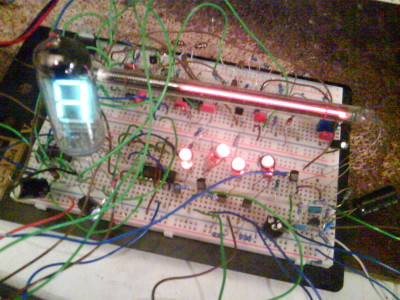 Nixie-VFD guitar tuner