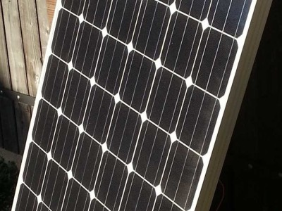 SolarBench: test your solar panel up to 300W with a MPPT matchbox