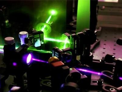 Zonnecel van perovskiet werkt ook als laser