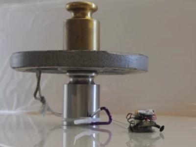 Micro-robots trekken zware lasten
