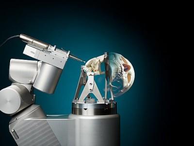 Robot voor schedelbasischirurgie