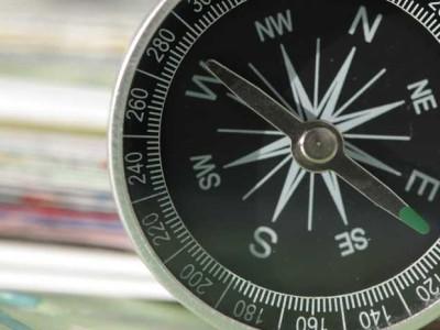 Kompas wijst naar het westen