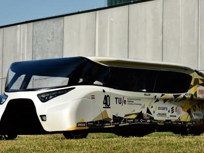 Nieuwe energie-positieve zonneauto van TU/e
