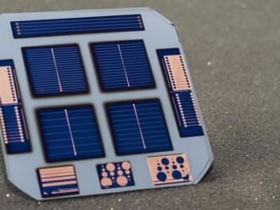Eenvoudige, goedkope en efficiënte zonnecellen met ongedoteerd silicium