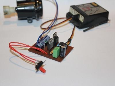 DC motor speed regulator