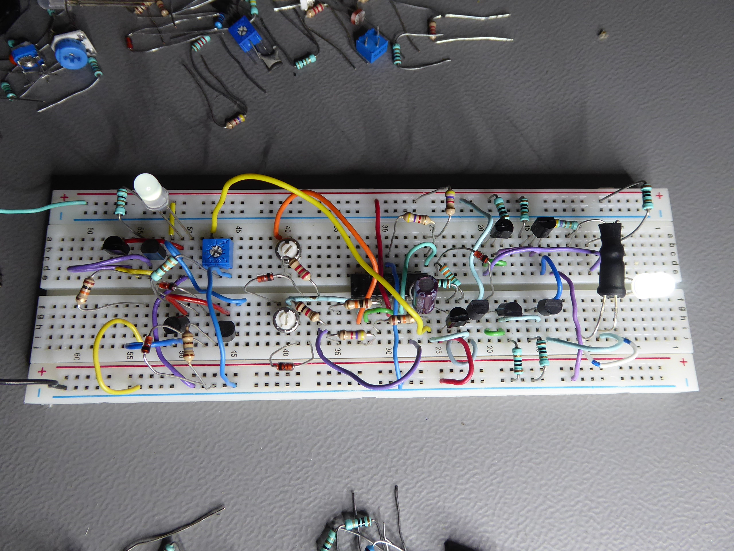 Analogue Alternating Linear Led Fader Using 2 Different Approaches Pwm Electronics Forum Circuits Projects And Microcontrollers Elektor Labs Magazine