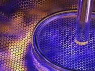 Door laagjes van boron-nitride en grafeen te comprimeren, konden onderzoekers de band gap van het materiaal vergroten, waardoor een bruikbare transistor op basis van grafeen een stapje dichterbij is gekomen (foto: Columbia University).