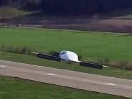 Zweisitziger Prototyp beim Jungefernflug. Bild: Lilium