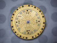 Un processeur quantique à 8-qubits produit par Rigetti Computing. Source: Rigetti Quantum Computing Inc.