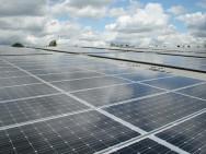 Zonnepanelen op elk dak. Foto van: h080.