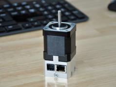 HDrive17: IoT-Servo mit Internetanschluss und Webserver