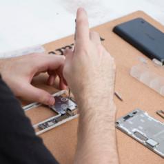 L'architecture modulaire du Fairphone 2 rend l'utilisateur indépendant du fabricant.