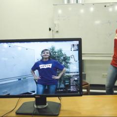 De augmented reality-software verandert in real time de kleur van dit t-shirt van rood in blauw (foto: MPI für informatik).