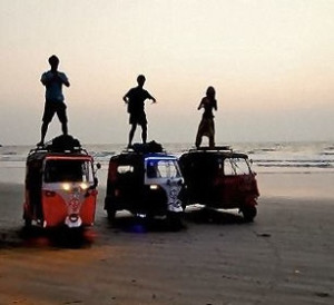 Twents Team Taffelt in TukTuk door India