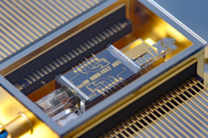 On-Chip laser with narrow 290Hz bandwidth