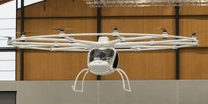Elektrischer Hubschrauber fliegt