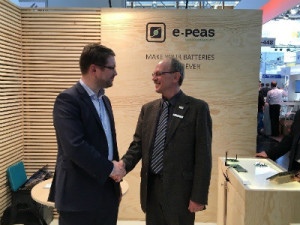 Geoffroy Gosset (e-peas) und Roland Karasch (KAMAKA Electronic Bauelemente Vertriebs GmbH)