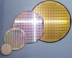 Wafer verschiedener Größen. Bild: Wikipedia / Stahlkocher