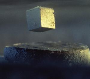 La supraconductivité passera par les métamatériaux