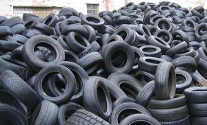 Des vieux pneus dans les batteries