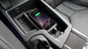 Les avantages de la charge sans fil embarquée Image : Aircharge. Cette voiture *n'est pas* celle de l'auteur.