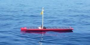 Eerste oceaanrobot met zonne- en golfvoortstuwing
