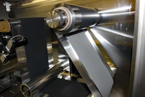 Fabricage van de bipolaire elektrode. Foto: Fraunhofer IKTS.