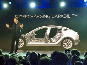 Elon Musk kondigt Model 3 aan. Foto: Tesla.