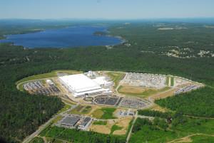 Het 5,5 km2 grote Luther Forest Technology Campus waar de eerste 14nm-FinFET's van AMD gefabriceerd zijn.