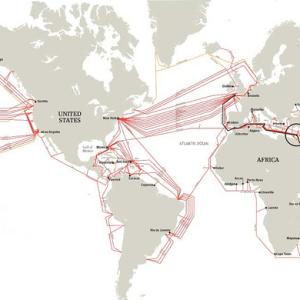 Kaart van de onderzeese Internet-kabels. Door Alexander van Dijk. CC-BY licentie.