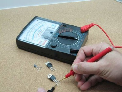 Measuring gain of a transistor using an ATMega8