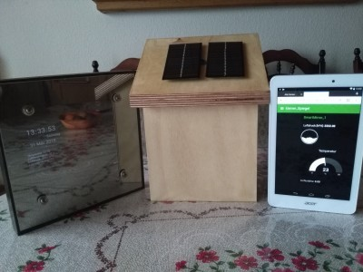 left is my smart mirro, and rigth a tablet. both visulize the weater data from the station in the middle