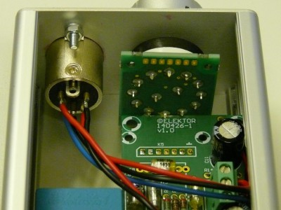 Inside view on the power supply connector and gain switch of the microphone preamplfier