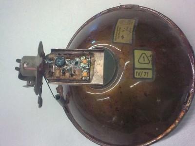 LED-Lampe vor dem Einsetzen in den Reflektor