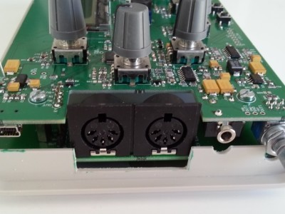 V2 connector view.