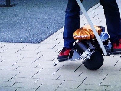 Self-balancing 360-degrees scooter