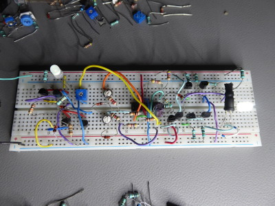Analogue alternating linear LED fader using 2 different approaches